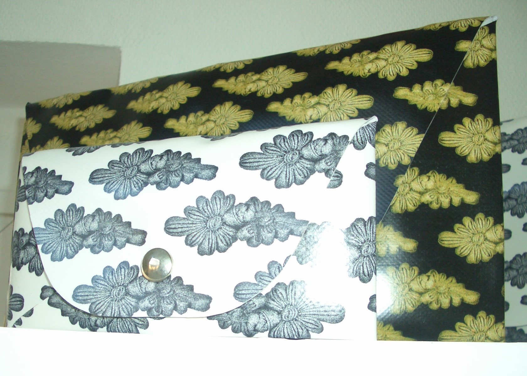 Envelope Bags 2000: Golden Knots on Black